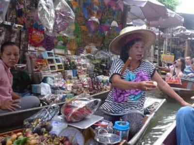 5. Damnoen Saduak Floating Market – Ratchaburi