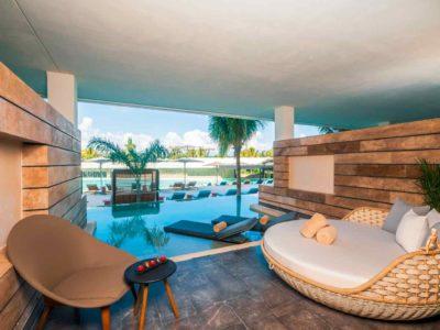 Estudio Playa Mujeres swim out terrace suite